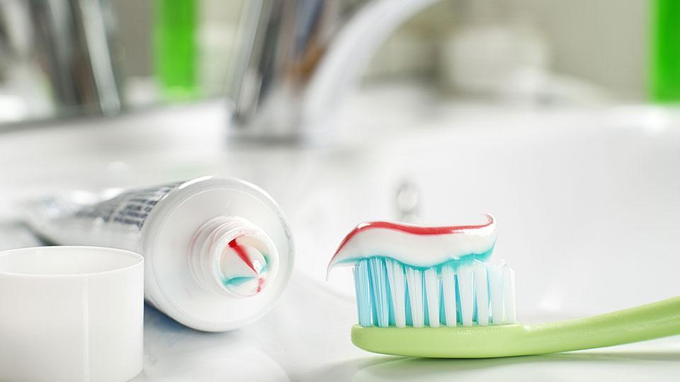 16 Alternative Uses for Toothpaste