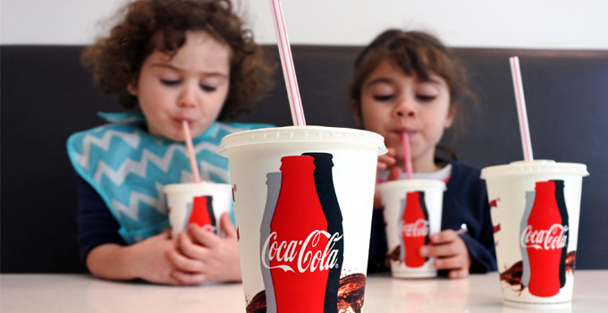 Children_Drinking_Coca_Cola